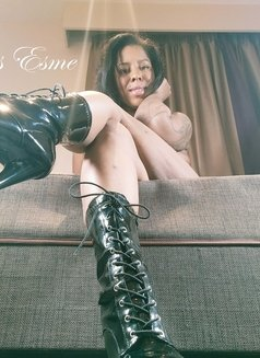 Mistress Esme - dominatrix in London Photo 2 of 2