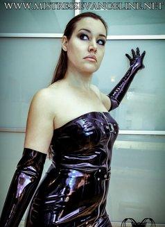 Mistress Evangeline Ducharme - dominatrix in Singapore Photo 3 of 16