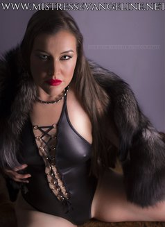 Mistress Evangeline Ducharme - dominatrix in Singapore Photo 5 of 16