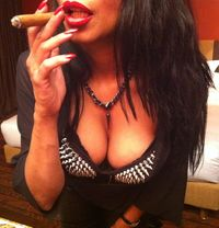 Mistress Geneva - dominatrix in Geneva