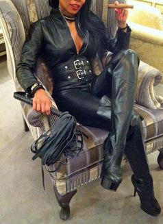 Mistress Geneva - dominatrix in Geneva Photo 4 of 30