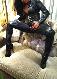 Mistress Geneva - dominatrix in Geneva Photo 6 of 30
