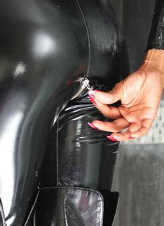 Mistress Geneva - dominatrix in Geneva Photo 8 of 30