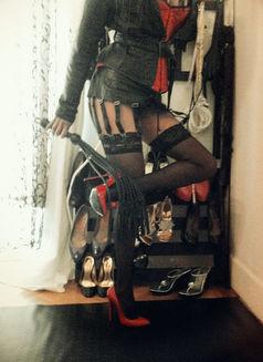 Mistress Geneva - dominatrix in Geneva Photo 12 of 30