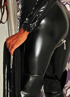 Mistress Geneva - dominatrix in Geneva Photo 17 of 30