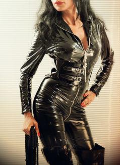 Mistress Geneva - dominatrix in Geneva Photo 19 of 30