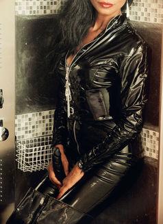 Mistress Geneva - dominatrix in Geneva Photo 20 of 30