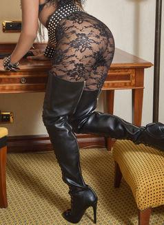 Mistress Geneva - dominatrix in Geneva Photo 23 of 30