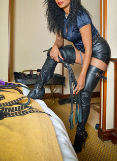 Mistress Geneva - dominatrix in Geneva Photo 25 of 30