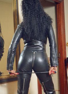 Mistress Geneva - dominatrix in Geneva Photo 26 of 30