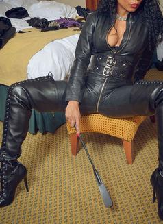 Mistress Geneva - dominatrix in Geneva Photo 27 of 30