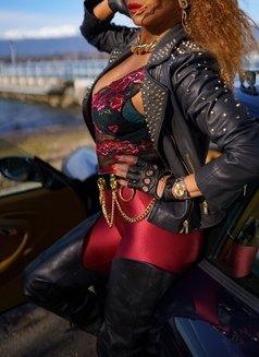 Mistress Geneva - dominatrix in Geneva Photo 25 of 29