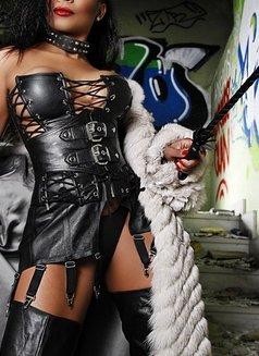 Mistress Geneva - dominatrix in Geneva Photo 5 of 30