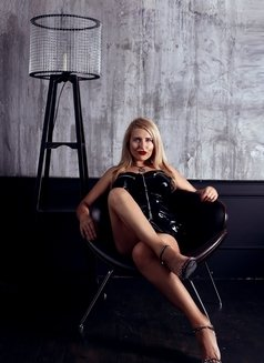 Dubai Fetish BDSM Mistress Nuar - dominatrix in Dubai Photo 4 of 30