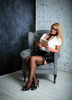 Dubai Fetish BDSM Mistress Nuar - dominatrix in Dubai Photo 3 of 30