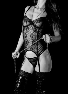Mistress Isis V - dominatrix in Lisbon Photo 1 of 7
