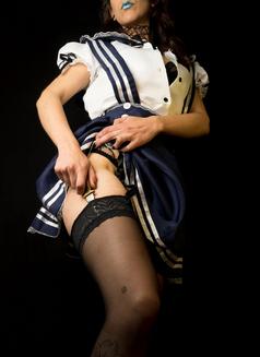 Mistress Isis V - dominatrix in Lisbon Photo 4 of 7