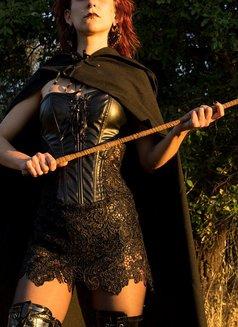 Mistress Isis V - dominatrix in Lisbon Photo 5 of 7