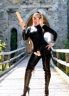 Mistress Jessica - dominatrix in London Photo 1 of 15