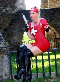 Mistress Jessica - dominatrix in London Photo 2 of 15