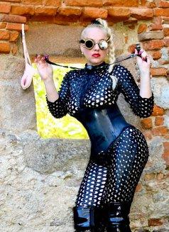 Mistress Jessica - dominatrix in London Photo 6 of 15