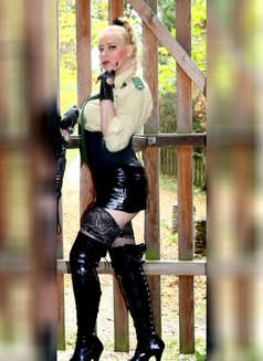 Mistress Jessica - dominatrix in London Photo 10 of 15
