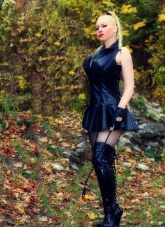 Mistress Jessica - dominatrix in London Photo 11 of 15