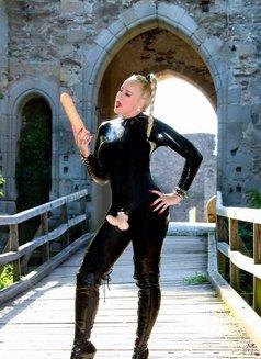 Mistress Jessica - dominatrix in London Photo 13 of 15