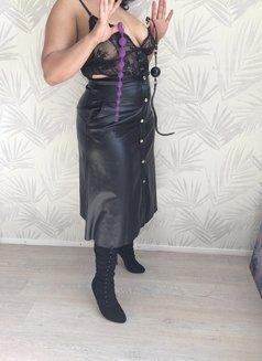 Mistress King - dominatrix in Berlin Photo 2 of 4