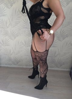 Mistress King - dominatrix in Berlin Photo 4 of 4