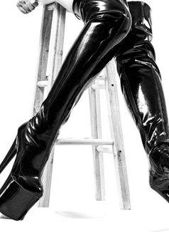 Mistress Shanghai & her female subs - dominatrix in Shanghai Photo 10 of 12