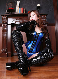 Mistress Tsubaki - dominatrix in Osaka Photo 1 of 9