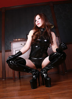 Mistress Tsubaki - dominatrix in Osaka Photo 2 of 9