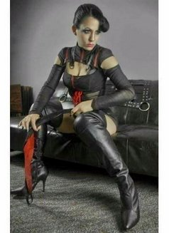 Mistress Vivian - dominatrix in Auckland Photo 1 of 1