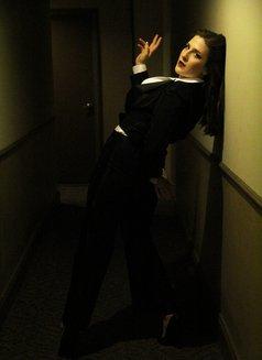 Ms. Rebecca Knox - dominatrix in Paris Photo 6 of 9