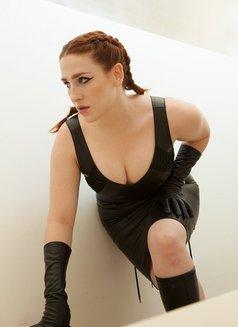 Ms. Rebecca Knox - dominatrix in Paris Photo 5 of 9