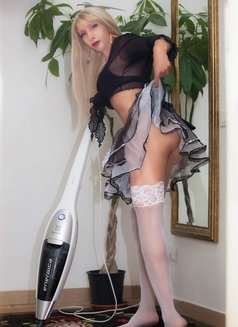 Last Day Kelly Real XXL ALL YOU CAN - Transsexual escort in London Photo 9 of 14
