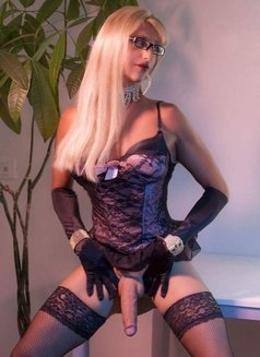 Last Day Kelly Real XXL ALL YOU CAN - Transsexual escort in London Photo 10 of 14