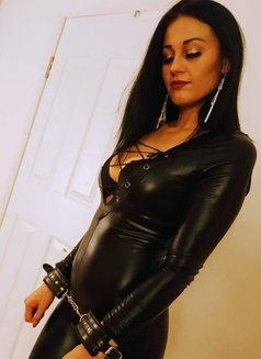 New Criss Available in Earls Court - escort in London Photo 5 of 9