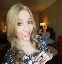 New&Fresh TS Sharlyn 100% genuine beauty - Transsexual escort in Abu Dhabi Photo 16 of 17