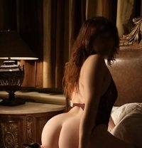 Nora - escort in Montreal