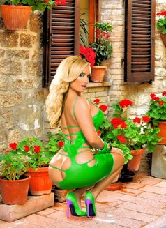 O L E N K A LUX MOSCOW ESCORT - escort in Moscow Photo 5 of 28