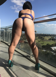 Olivia Sparkles - masseuse in Melbourne Photo 1 of 3