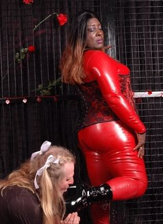 Oslo BBW Black Mistress - Madame Darknes - dominatrix in Oslo Photo 16 of 18