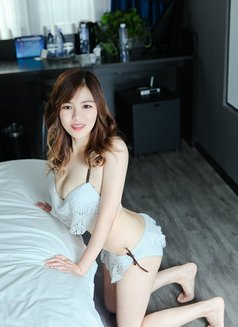 Phoebe - escort in Beijing Photo 2 of 4