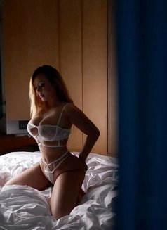 Published playmate Lesliy flymetoyou - escort in Beijing Photo 14 of 26