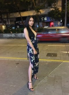 Poison Isabel T4 M - Transsexual escort in Singapore Photo 5 of 5
