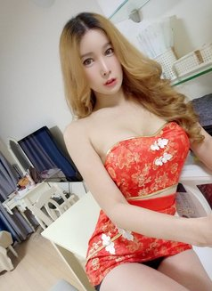 Now in Seoul Let's meet - Transsexual escort in Seoul Photo 4 of 9