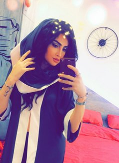 Rafyoula - Transsexual escort in Beirut Photo 12 of 18