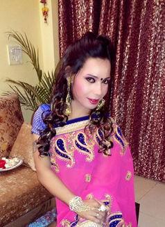 Raghvi - Transsexual escort in New Delhi Photo 3 of 17